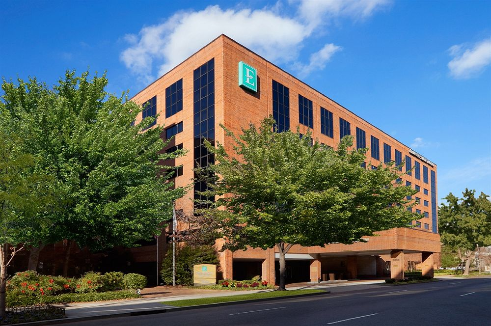 5 Reasons to LOVE Embassy Suites Washington, DC Georgetown for Your Family Vacation graphic