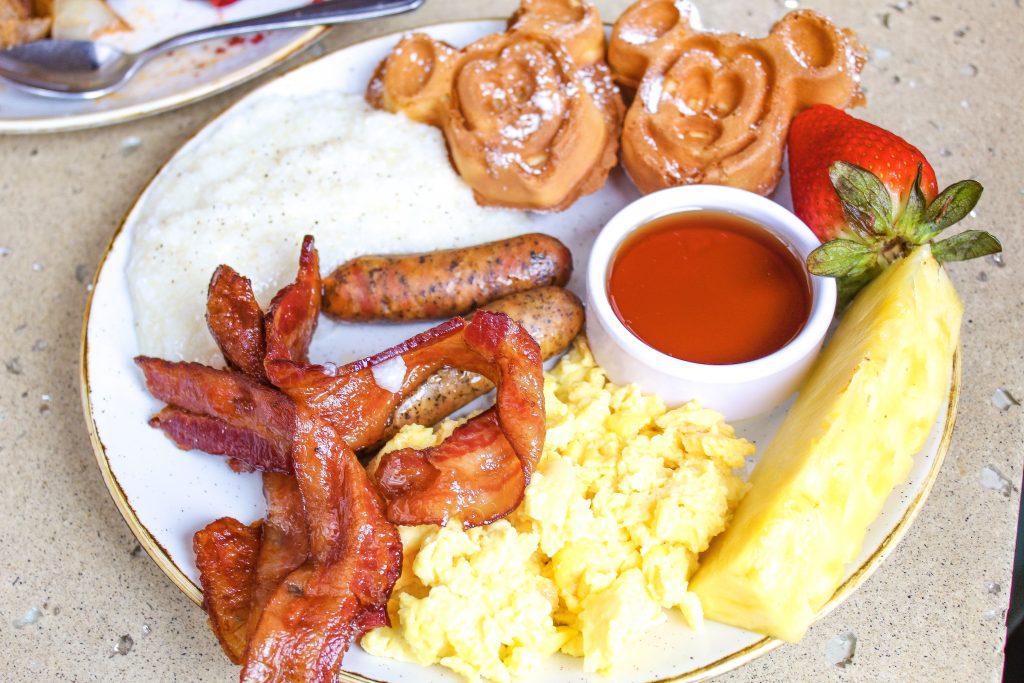 aulani character breakfast at Makahiki plate