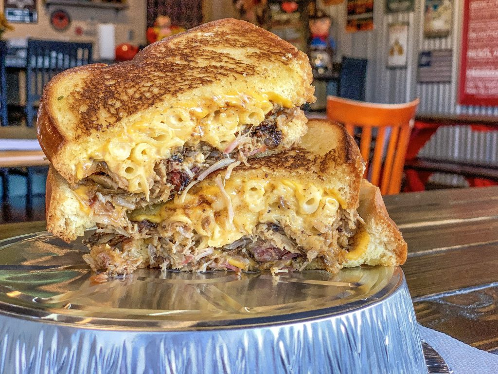 best bbq in Las Vegas sin city smokers pulled pork sandwich with Mac and cheese