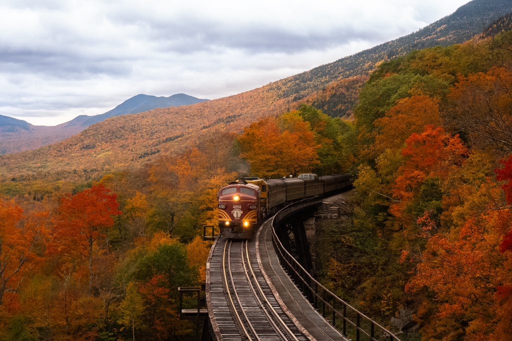 9  States to Fall in Love with Fall Foliage graphic